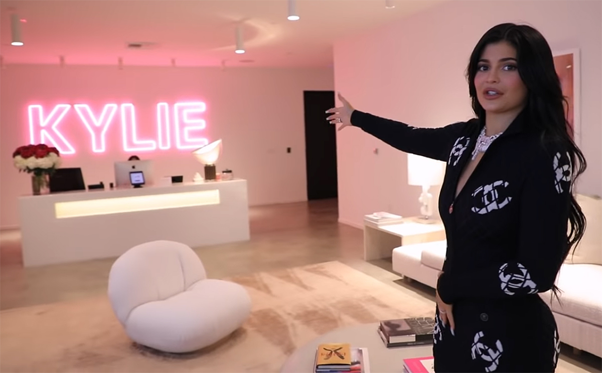 Kylie Jenner Shares Kylie Cosmetics HQ ...