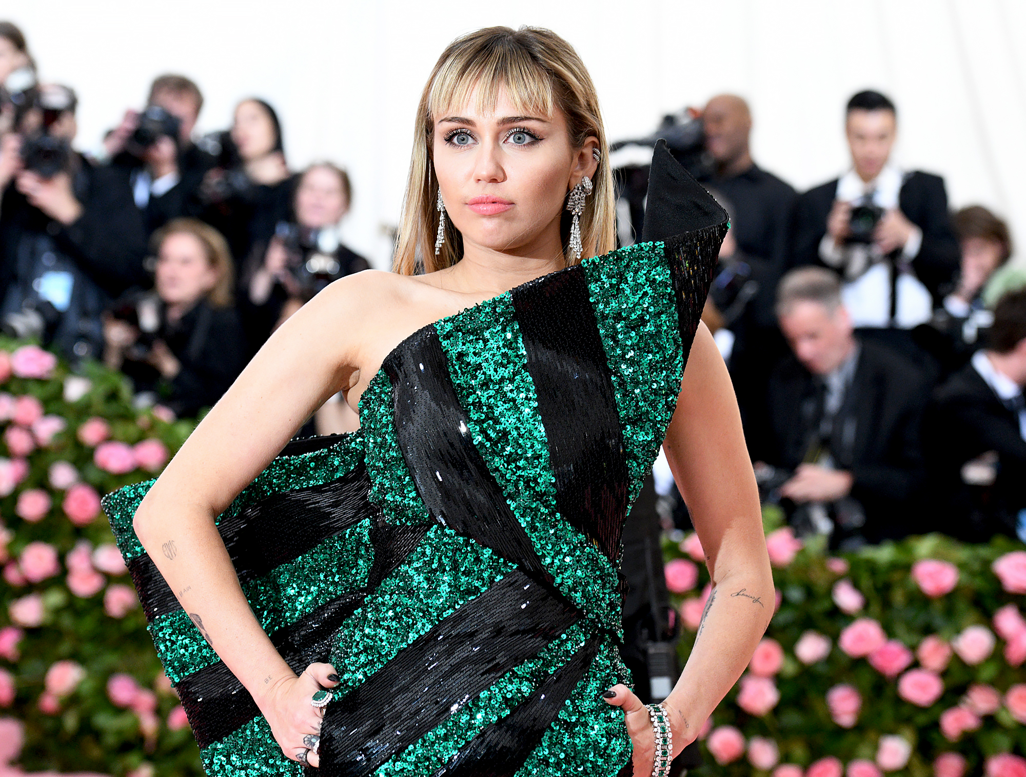Miley-Cyrus-Clarifies-Sexuality-Comments-After-Backlash