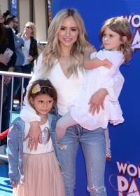 Amanda Stanton With Her Two Daughters