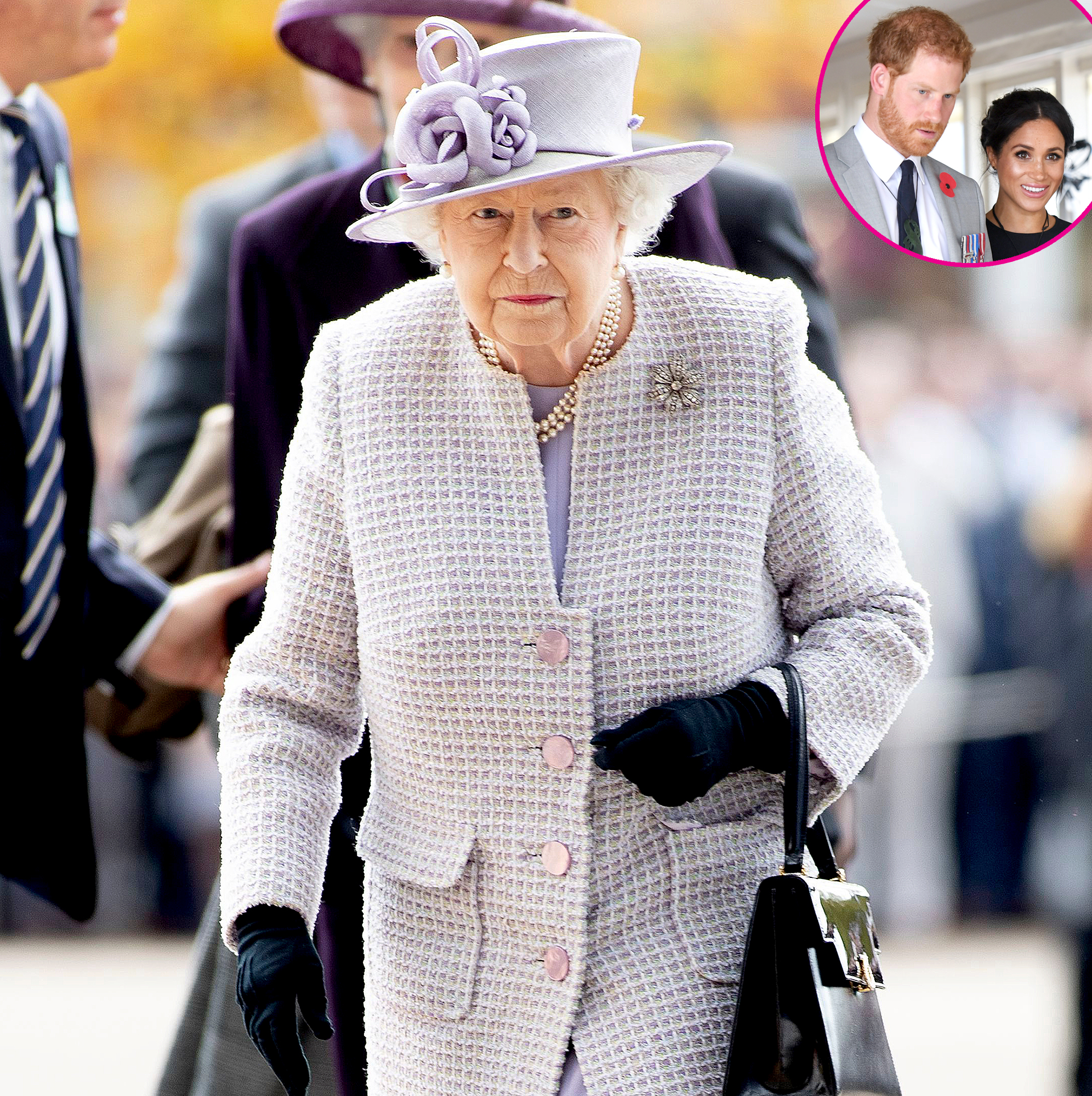 Queen-Elizabeth-Appears-to-Remove-Duchess-Meghan-and-Prince-Harry-Photo-3