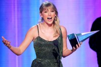 All the Gifs Showing Taylor Siwft Had the Best Night Ever 2019 AMAs