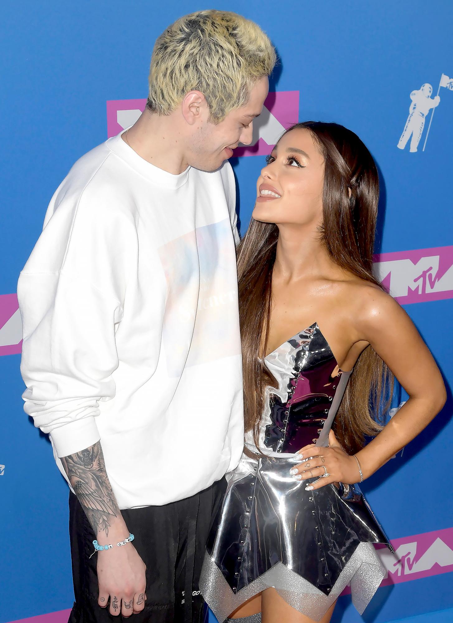 Ariana-Grande-Pete-Davidson