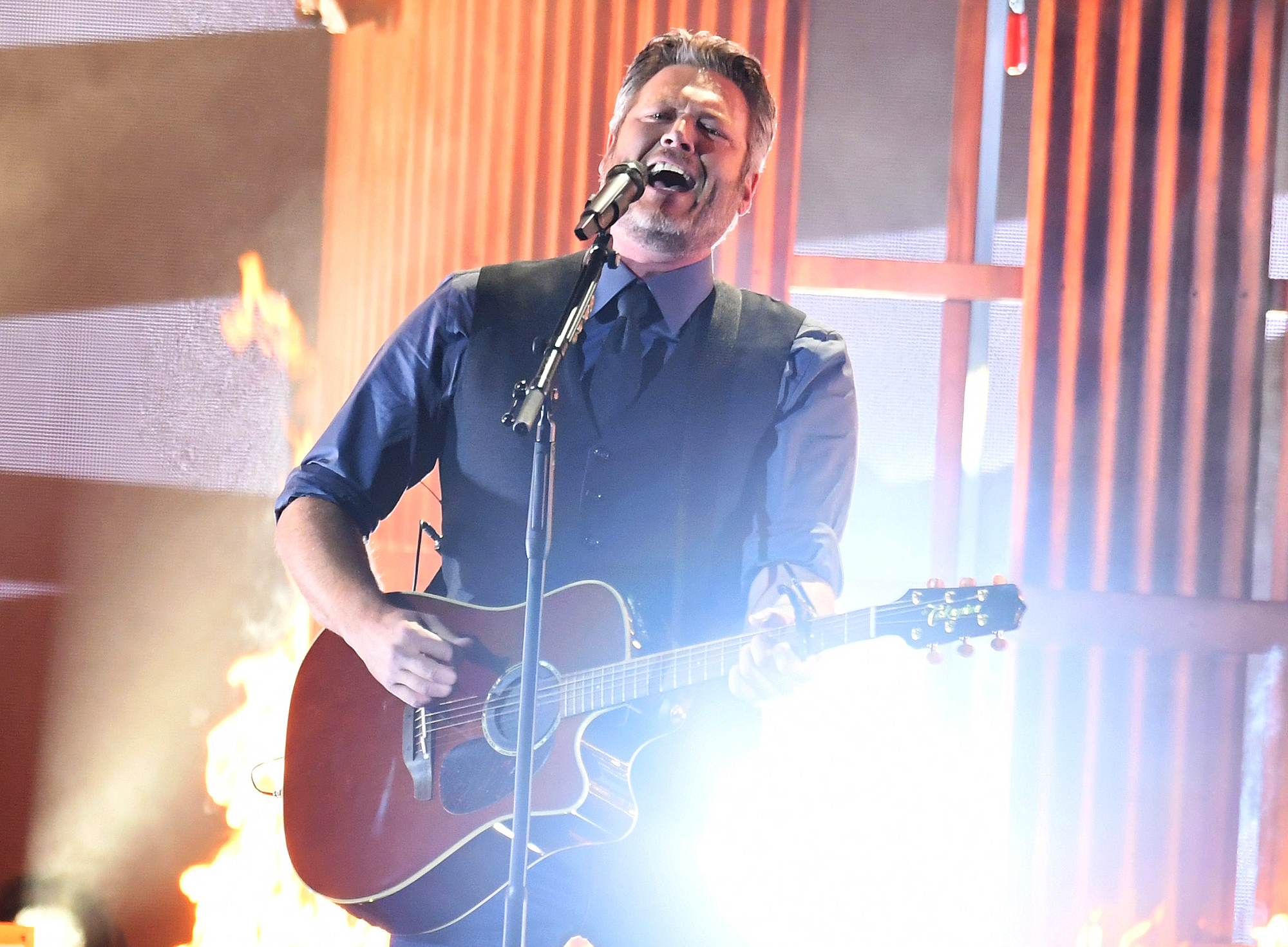Blake Shelton performs at the CMA Awards 2019