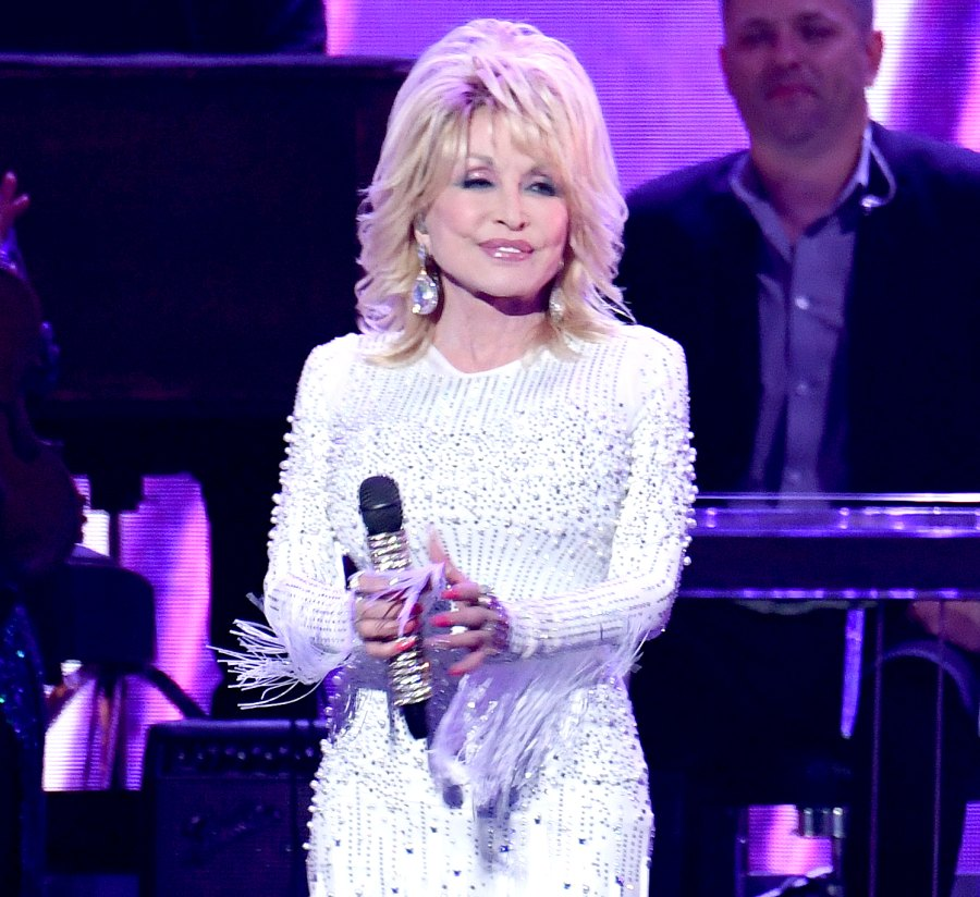 Dolly-Parton-CMAs-2019