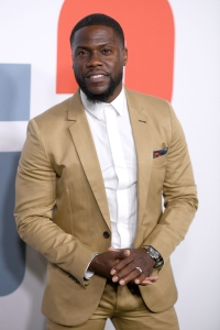 Kevin Hart Makes First Appearance Since Near Fatal Car Crash at 2019 People's Choice Awards