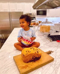 Khloe Kardashian Bakes With True Thompson