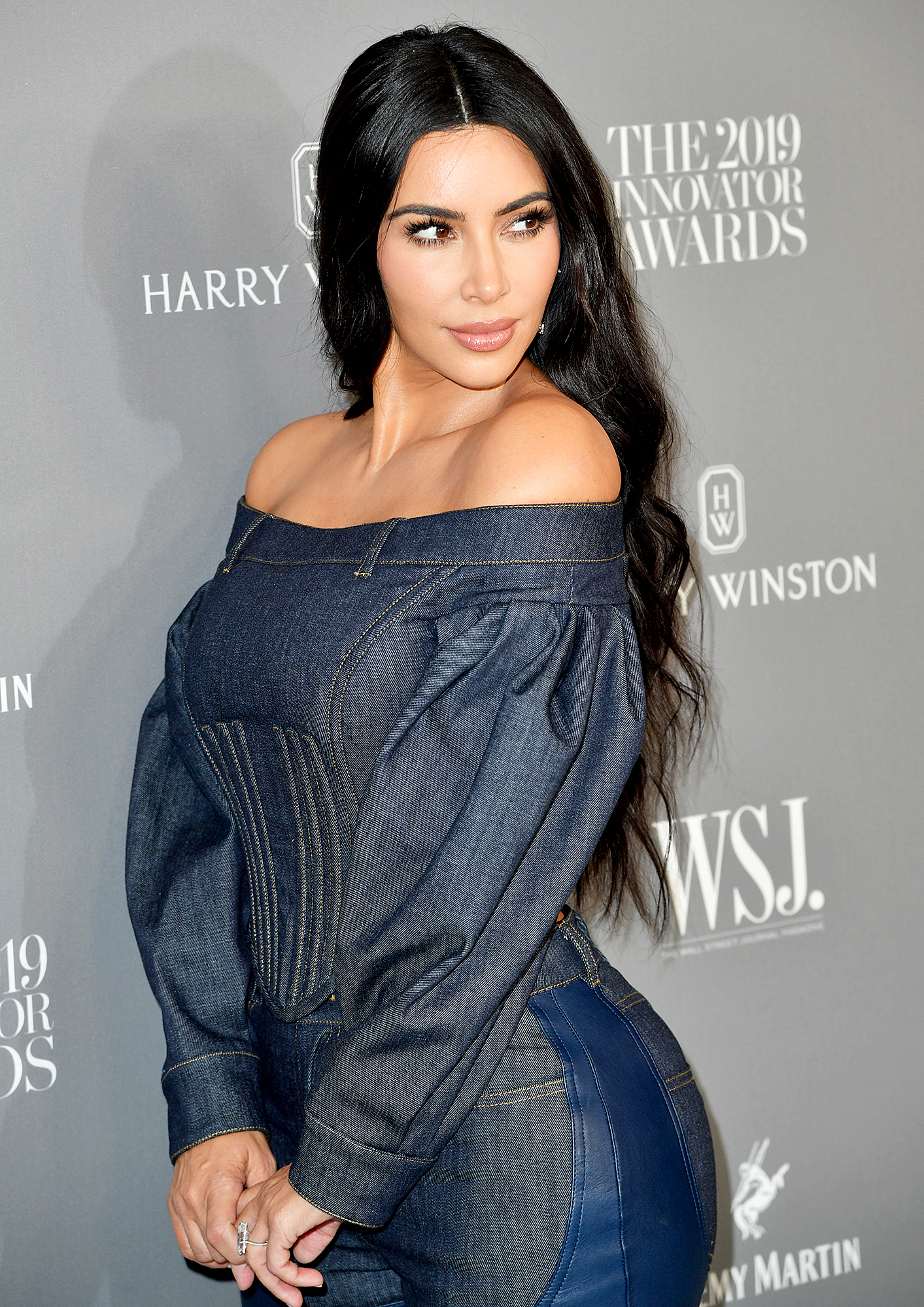 Kim-Kardashian-Shares-BTS-Fitting-Photo-In-a-Versace-Dress-That-Didn't-Fit