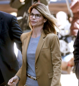 Lori-Loughlin-Pleads-Not-Guilty-to-New-Charges-in-College-Case