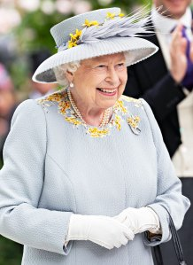 Queen Elizabeth, Just Like Us: Does Her Own Makeup