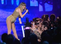 Taylor Swift AMAs What You Didn't See on TV