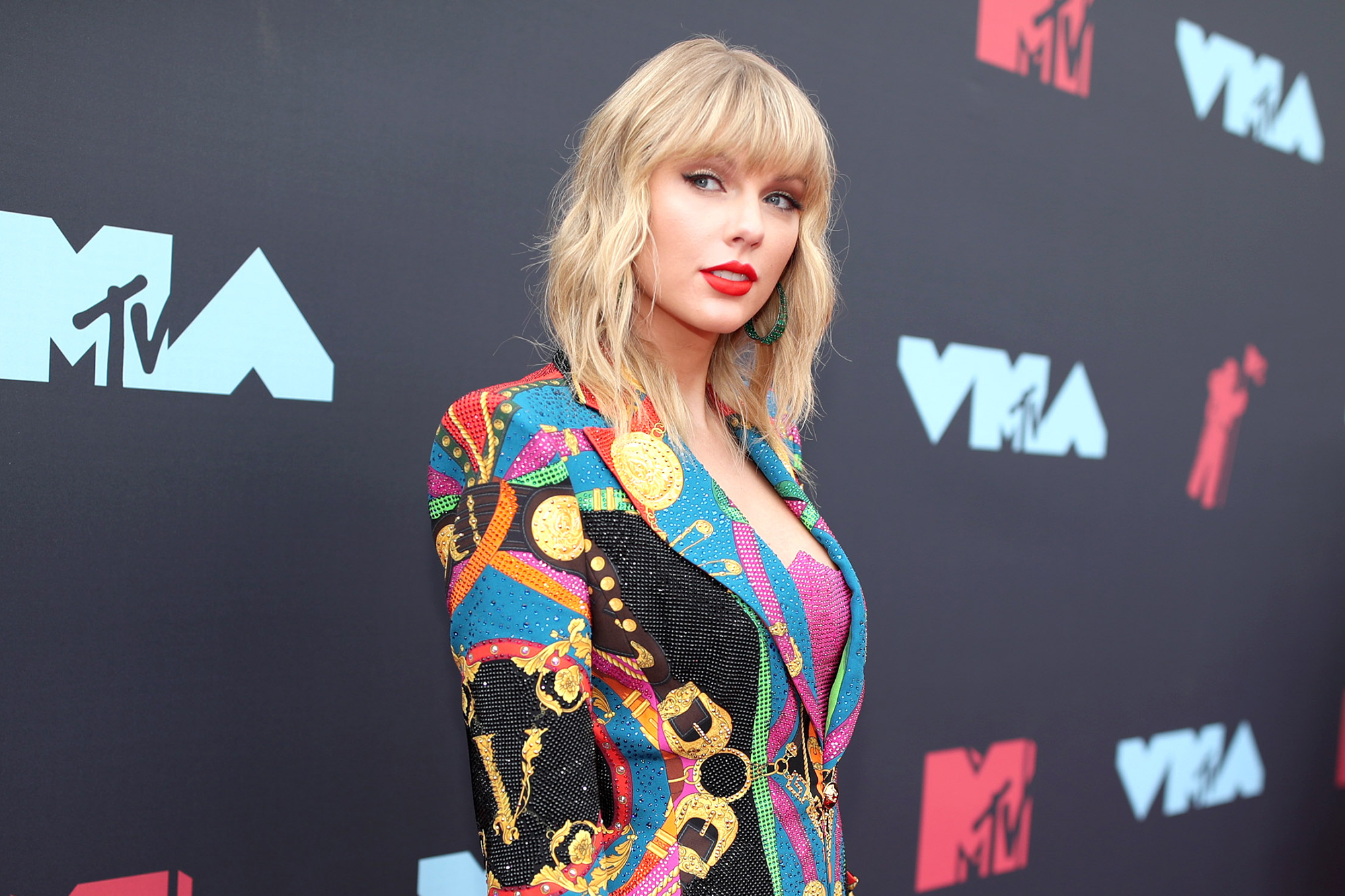 Taylor Swift Can Perform Her Old Hits at AMAs 2019, Agreement Reached