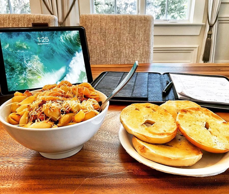 Pasta Bolognese Two Bagels The Rock Cheat Meals