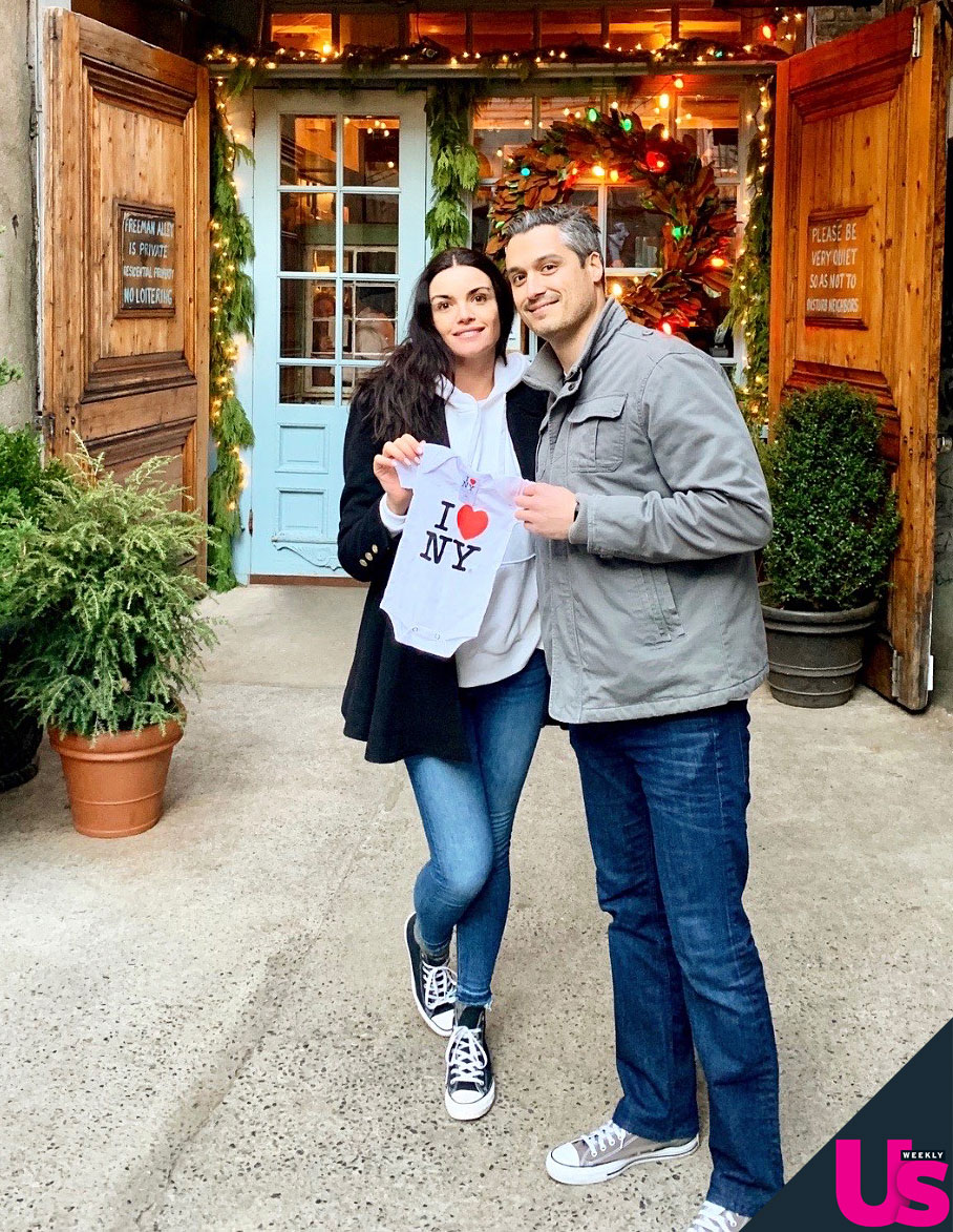 Bachelor Alum Courtney Robertson Is Engaged to Humberto Preciado and Pregnant