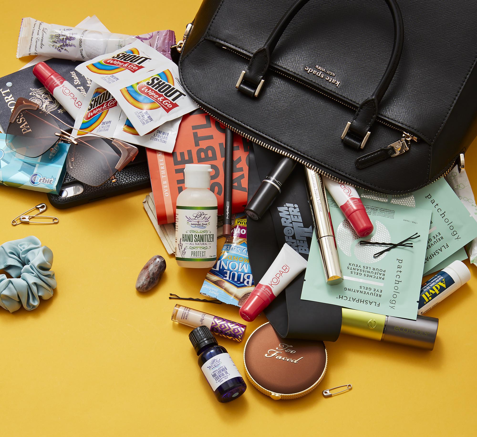 Camille Kostek bag - كميل كوستيك: ماذا يوجد في حقيبتي؟