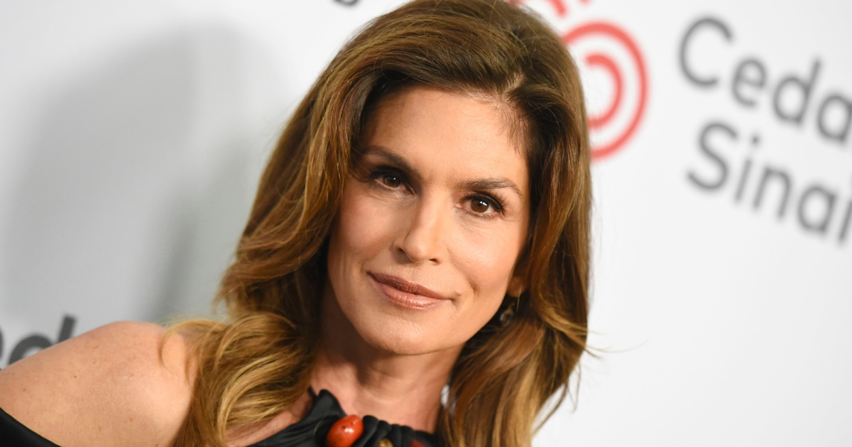 Cindy Crawford's Secret for Shiny Hair Is This Dual-Action Oil
