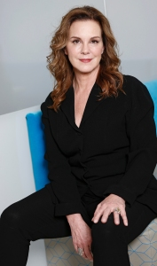Elizabeth Perkins: 25 Things You Don't Know About Me ('I'm a Neat Freak')