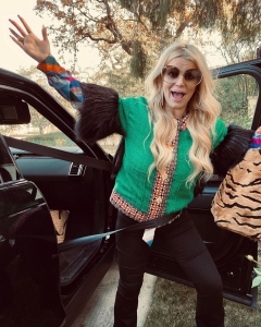 Jessica Simpson Forgets to Unbuckle Seatbelt in Hilarious Mom Moment