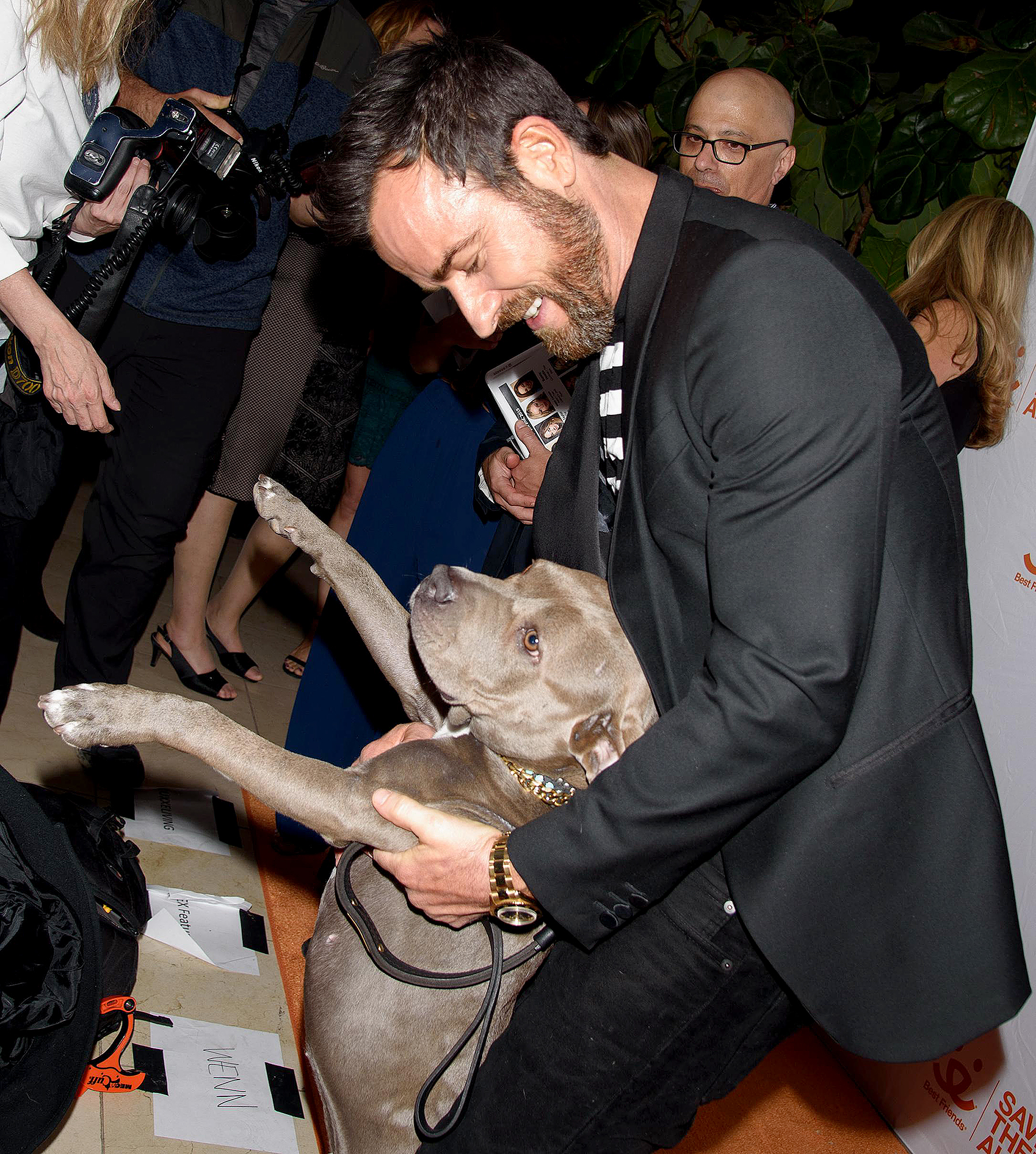 Justin-Theroux-Best-Moments-With-Dog-Kuma