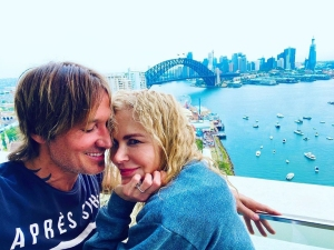 Keith Urban and Nicole Kidman Pack on the PDA Ahead of the New Year