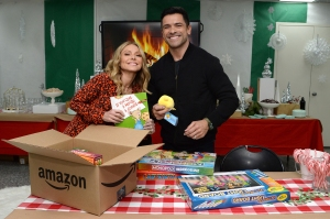 Kelly Ripa and Mark Consuelos Beg Their Kids to Be Home for the Holidays