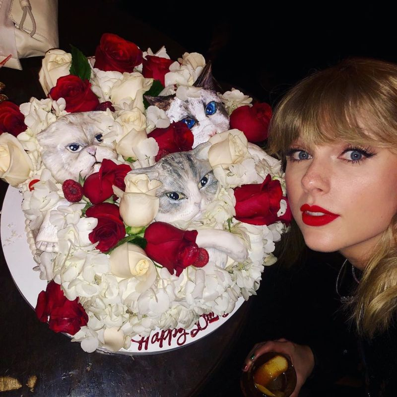 Surprising Taylor Swift Celebrates 30Th Birthday With Cat Cake Katy Perry Note Personalised Birthday Cards Veneteletsinfo