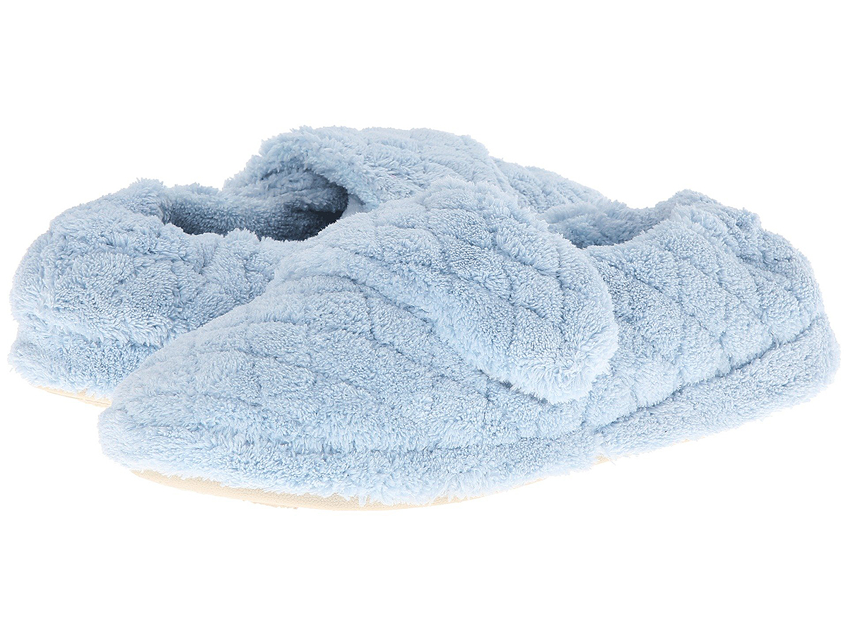 You Need to Gift These Spa-Style Slippers With Over 400 Reviews for the Holidays