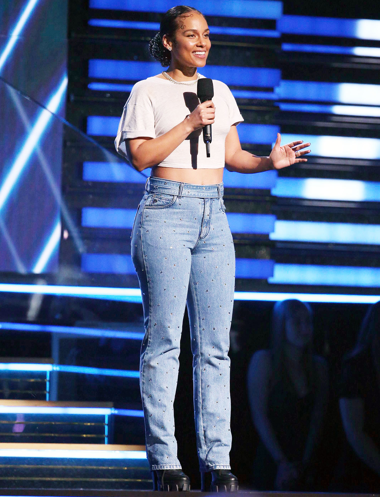 Alicia Keys' Makeup Artist Romy Soleimani Tells Us How She Nailed the Singer's Epic Grammys 2020 No-Makeup Makeup Looks Jeans and White Crop Top