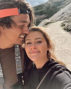 Dean Unglert Thanks Caelynn for Looking After Him After Skiing Accident