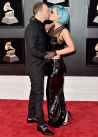 Donnie-Wahlberg-and-Jenny-McCarthy-PDA-Grammys
