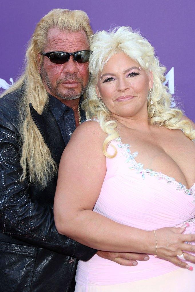 Duane Chapman and Beth Chapman Country Music Awards - الكلب شابمان ينفي تعود المرأة ابنته على ما يبدو ينتقد