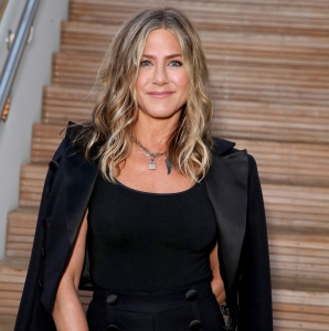 Jennifer Aniston Rings in New Year With Group Trip Mexico