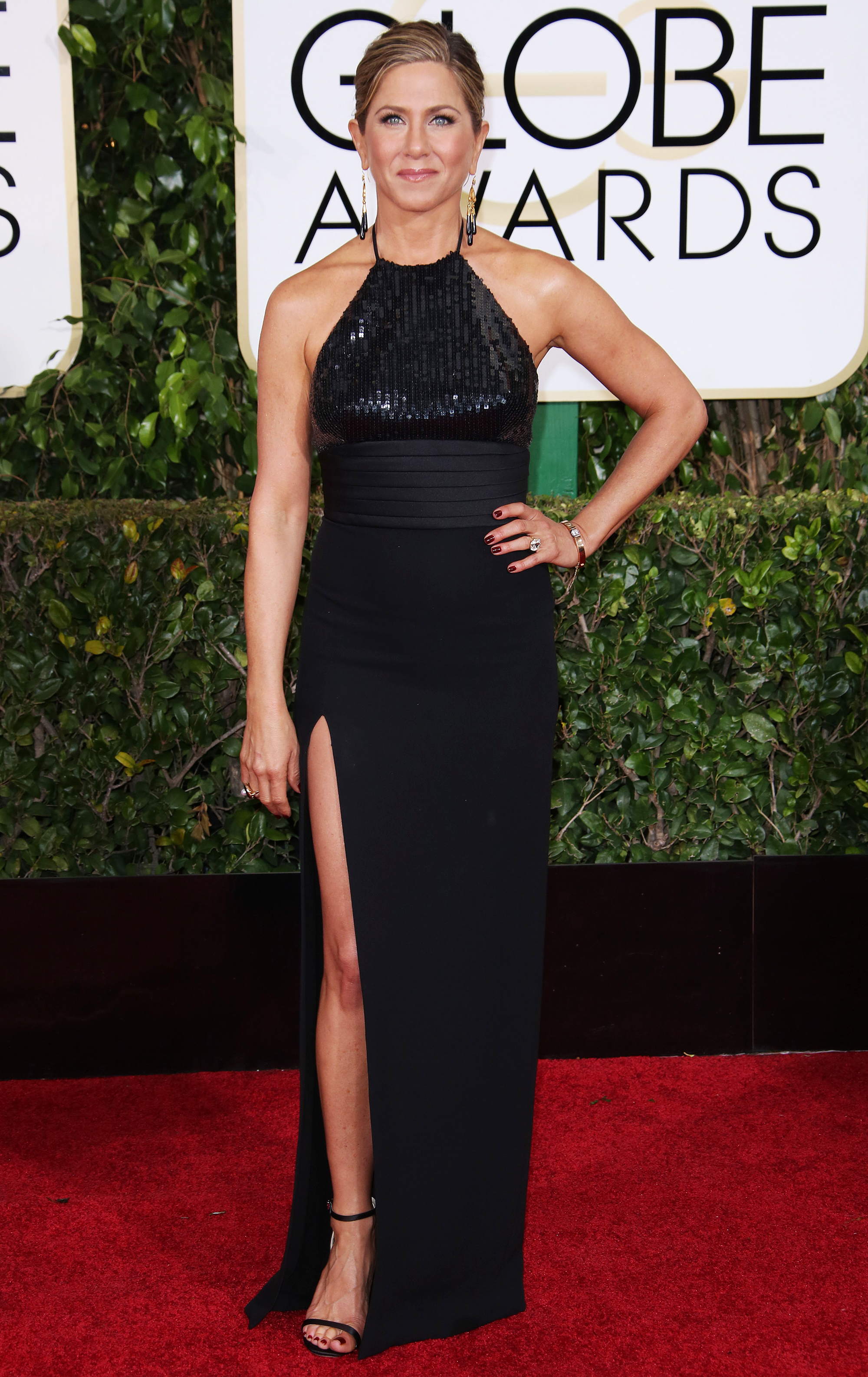 Proof that Jennifer Aniston always wears black at Golden Globes: pictures