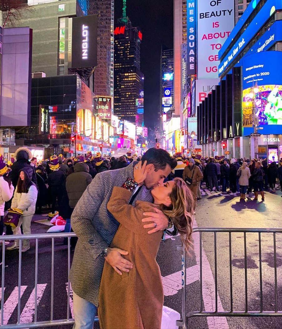 Jessie James Decker Kissing Eric Decker in Times Square How the Stars Celebrated New Years Eve 2020