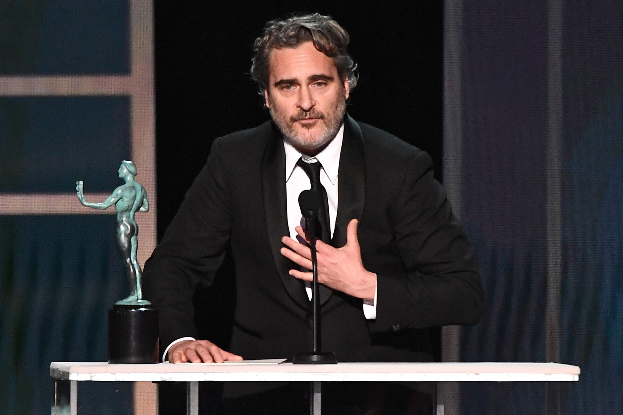 Joaquin Phoenix Outstanding Performance by a Male Actor Joker Tribute Heath Ledger SAG Awards 2020
