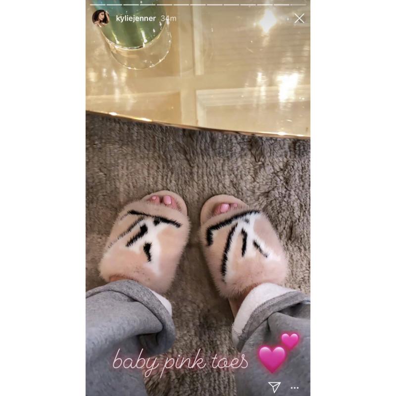 Kylie-Jenner-Posts-1500-Mink-Fur-Slippers