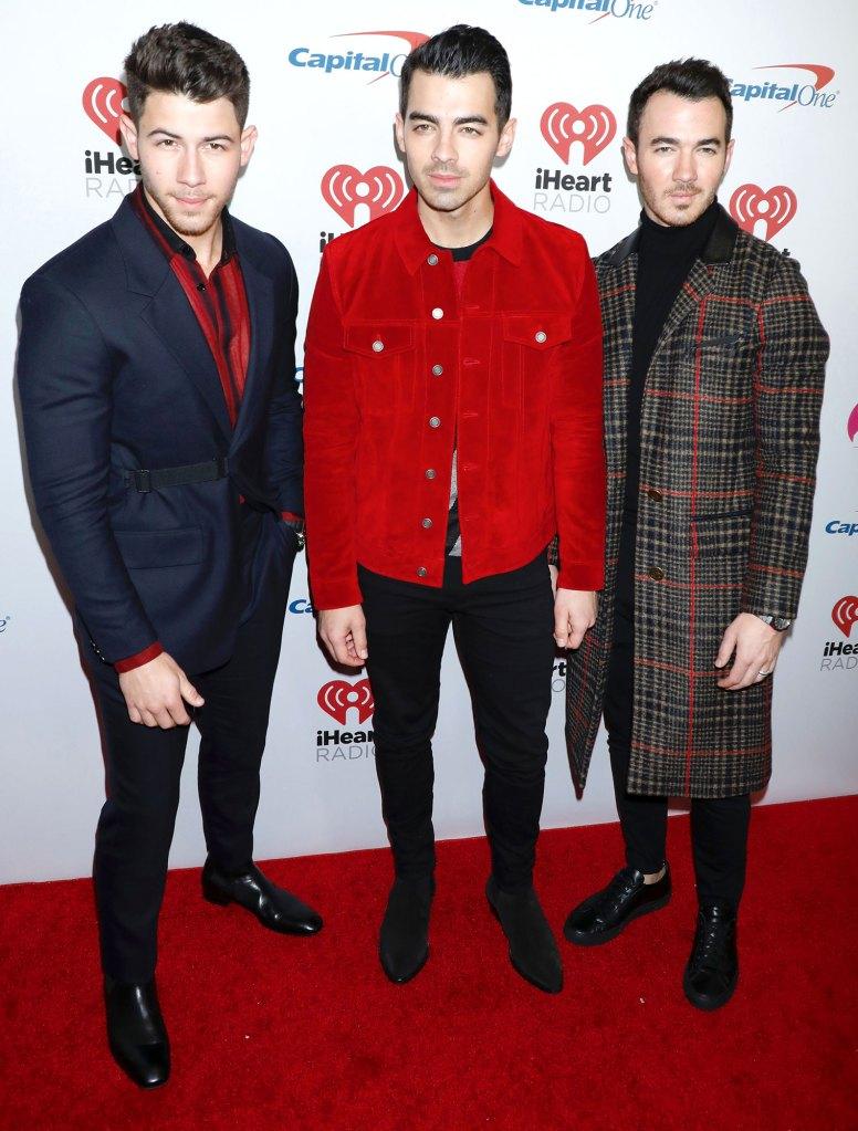 Jonas Brothers Recreate Classic Movies With Sophie Turner, Priyanka Chopra Jonas and Danielle Jonas in 'What a Man Gotta Do' Video