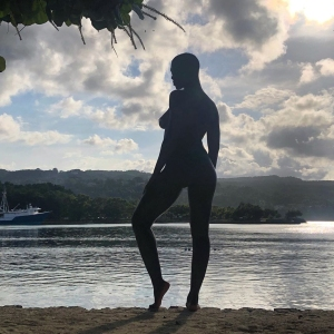 Pregnant Jodie Turner-Smith Poses Nude in Jamaica