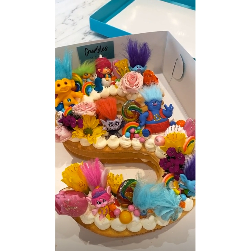 Peachy See The Kardashian Familys Best Cakes Photos Birthday Cards Printable Nowaargucafe Filternl