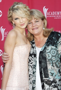 Taylor Swift Reveals Her Mother Was Diagnosed With a Brain Tumor Amid Breast Cancer Battle
