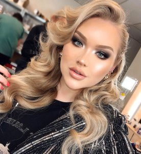 YouTube Star Nikkie Tutorials Comes Out Transgender Woman