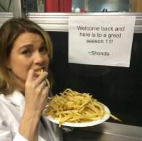 Ellen-Pompeo-snacking-on-set