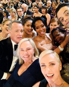 How Many Celebs Can You Spot in This 2020 Oscars Selfie