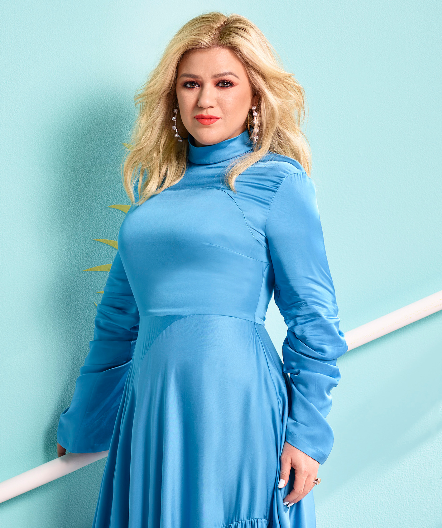 Kelly-Clarkson-Cracks-Up-Over-Her-'Enormous'-Chest-in-'The-Voice'-Promo-Photo
