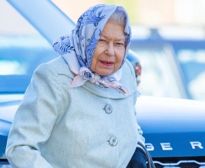 Queen Elizabeth Exhausted Both Physically Emotionally After A Turbulent Year