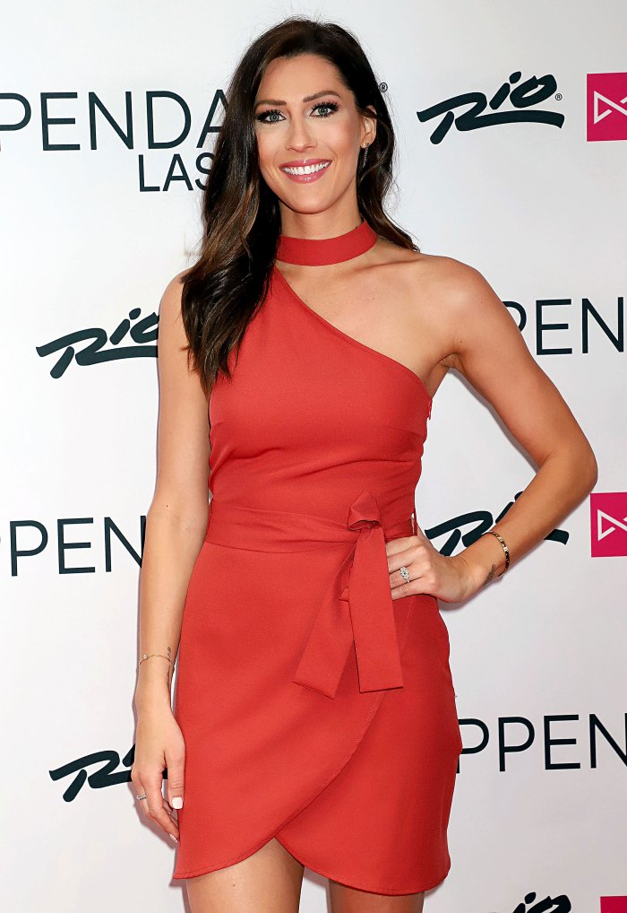 Becca Kufrin Let Hannah Brown Tyler Cameron Figure Things Out
