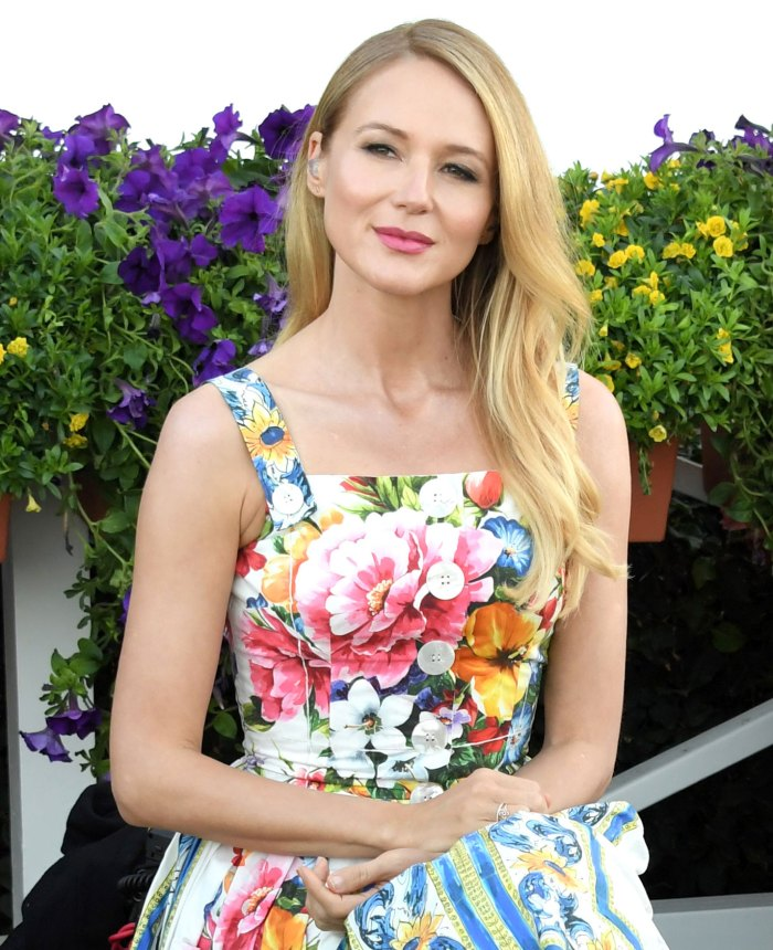 Jewel to Host Livestream Concert to Benefit Families in Need