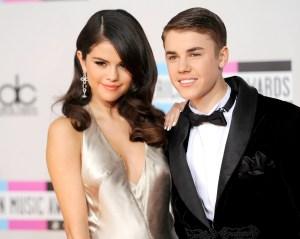Selena Gomez Likes Then Unlikes 2 Photos of Ex Justin Bieber