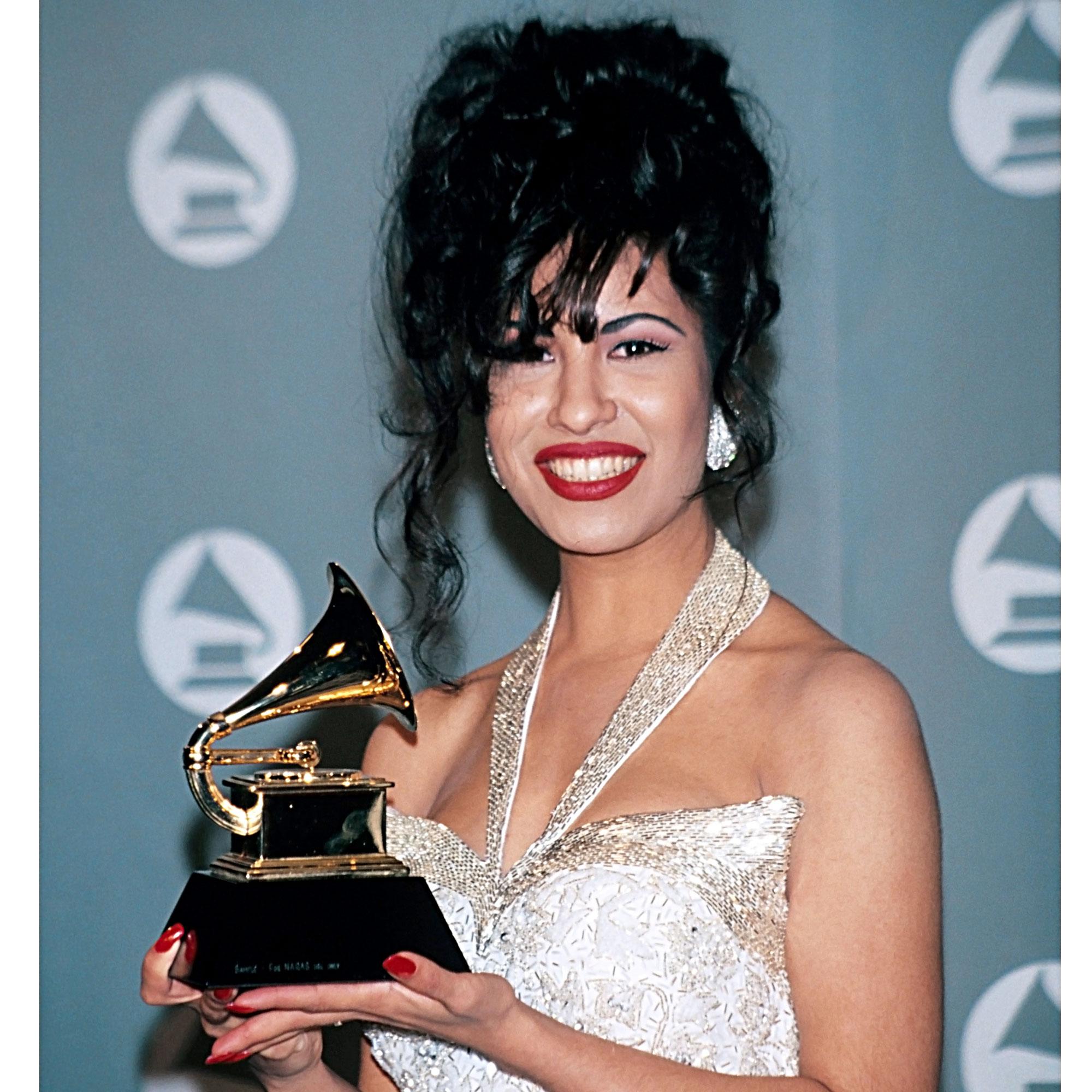 Selena Quintanilla Her Life In Photos