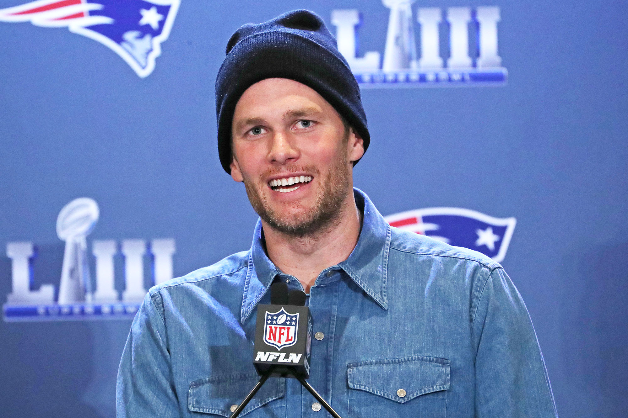 Tom Brady Officially Signs With Tampa Bay Buccaneers After New England Patriots Exit