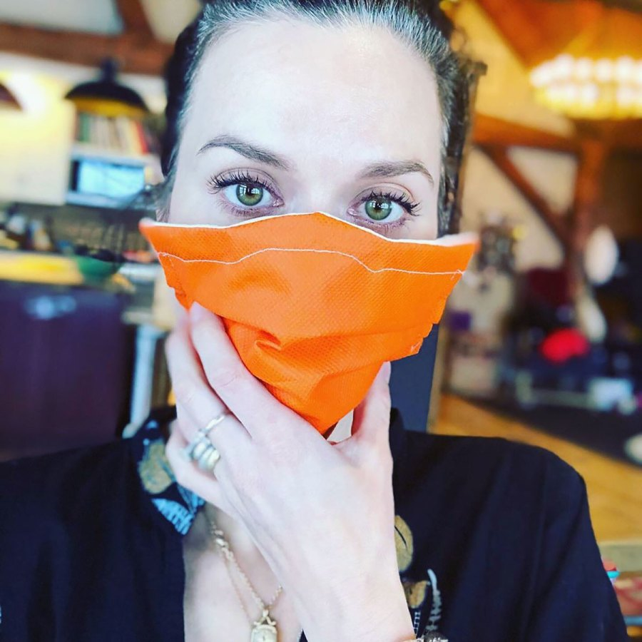 Celebs Making Their Own Face Masks - Hilarie Burton